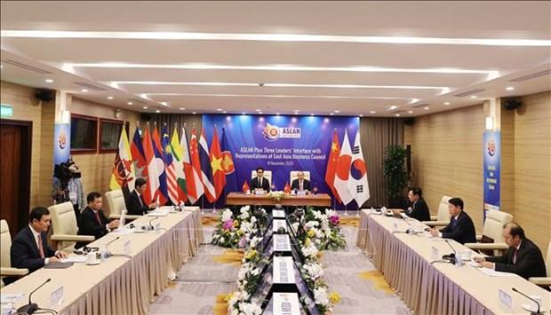 东盟与中日韩领导人与东亚商务理事会代表举行对话 hinh anh 2