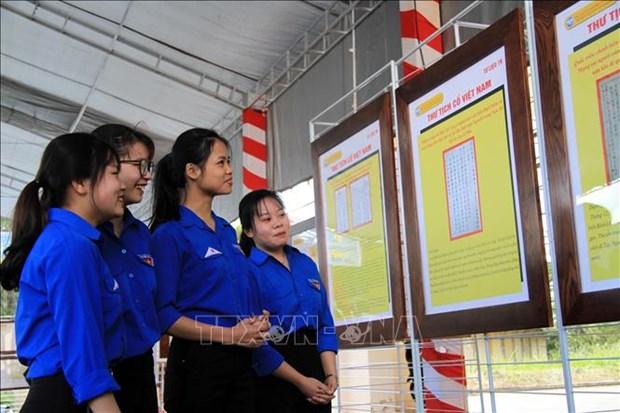 """""""黄沙、长沙归属越南--历史证据和法律依据""""地图资料展在大叻举行 hinh anh 1"""