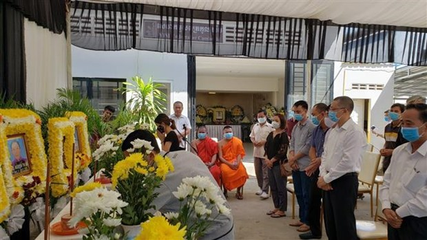 越南驻柬埔寨大使馆向西宁省边防部队移交暹粒省交通事故越南遇难者遗体和伤者 hinh anh 1