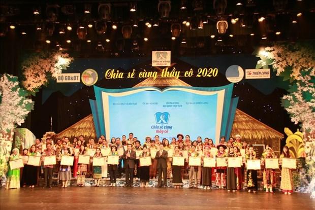 11·20越南教师节:63名优秀少数民族教师获表彰 hinh anh 1