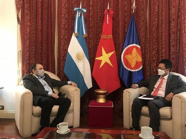 促进越南之声广播电台与阿根廷和印度尼西亚国家广播电台之间的合作 hinh anh 2