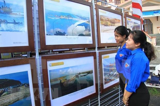 """""""黄沙、长沙归属越南--历史证据和法律依据""""地图资料展在太平省举行 hinh anh 1"""