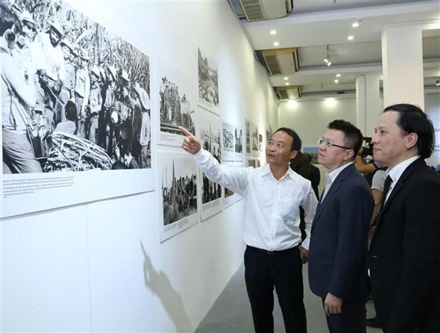"""令人印象深刻的""""越南人民心中的古巴""""摄影展在河内开展 hinh anh 3"""