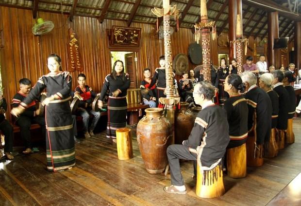 祝寿仪式体现了埃德族同胞尊老敬老的文化美 hinh anh 1