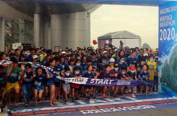 2020年下龙湾国际遗产马拉松大赛吸引2500余名运动员参加 hinh anh 1