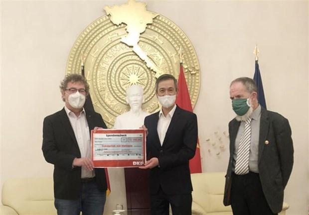 德国共产党携手帮助越南中部灾民开展灾后重建工作 hinh anh 1