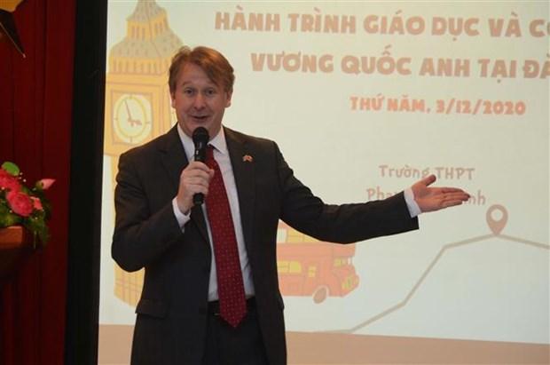近1000名岘港市学生参加英国技术和教育行程 hinh anh 2