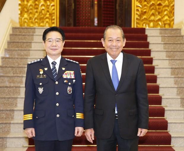 越南政府副总理张和平会见韩国警察厅司令金昌勇一行 hinh anh 1