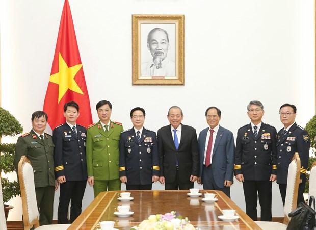越南政府副总理张和平会见韩国警察厅司令金昌勇一行 hinh anh 2