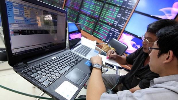 2020年11月份越南向302名境外投资者发放证券交易代码 hinh anh 1