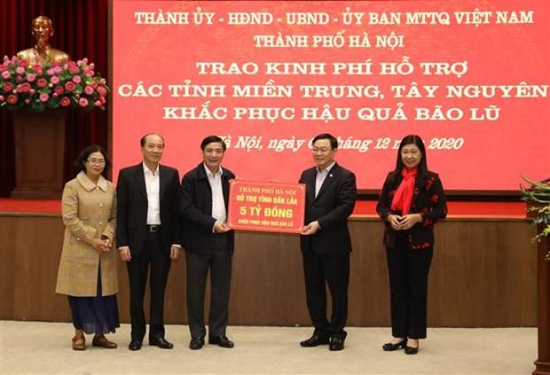 河内市向中部和西原地区灾区提供910亿越盾的援助款项 hinh anh 1