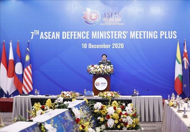 继续通过东盟防长扩大会加强合作和伙伴关系 hinh anh 1