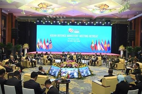 越南在东盟防务合作进程中的深刻烙印:加强防务合作 致力于齐心协力与主动适应的东盟(第三期) hinh anh 1