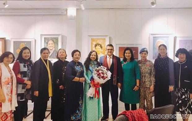 越南妇女在致力于和平的外交活动中发挥作用 hinh anh 1