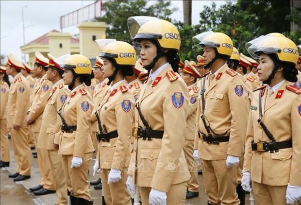 越南交警确保越共十三大期间的交通有序和安全 hinh anh 2