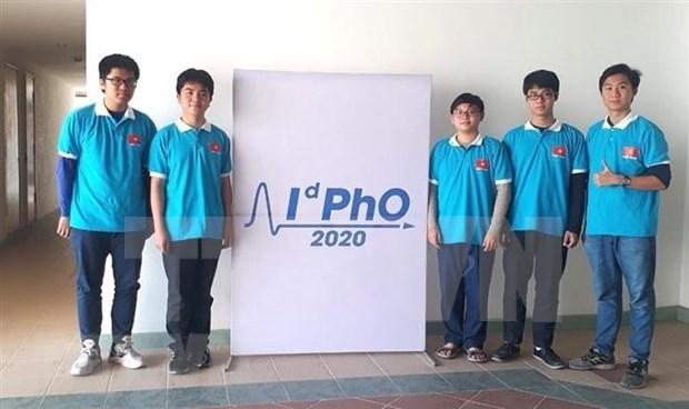 参加2020年国际物理奥林匹克竞赛的五名学生均获奖 hinh anh 1