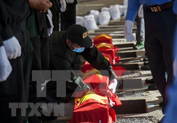 坚江省举行在柬牺牲越南烈士遗骸追悼会和安葬仪式 hinh anh 1