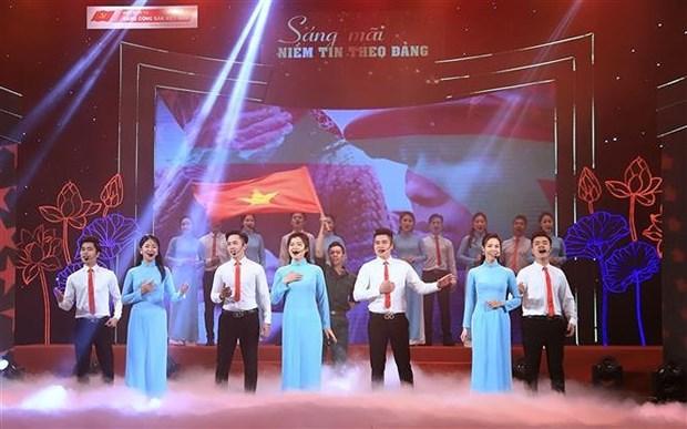 """题为""""坚定信心跟党走""""特殊艺术晚会在河内举行 hinh anh 2"""