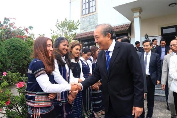 政府常务副总理张和平向大叻主教座堂和越南福音教教会致以圣诞祝福 hinh anh 2