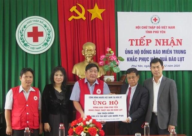 旅居美国越南人社群为富安省洪水灾民提供援助 hinh anh 1