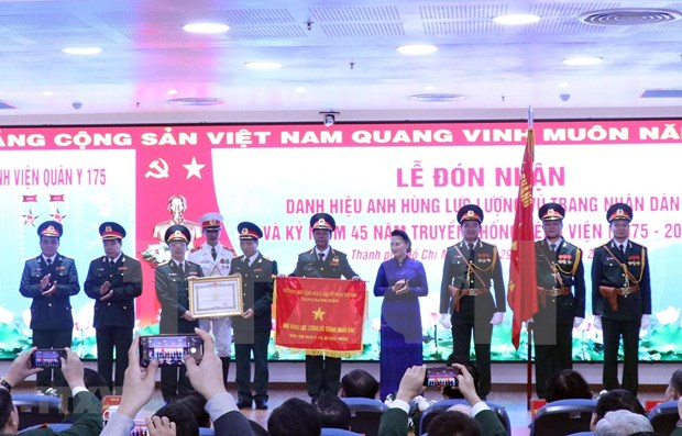 越南国会主席阮氏金银:将175号军医院建成现代化多功能的医疗中心 hinh anh 1