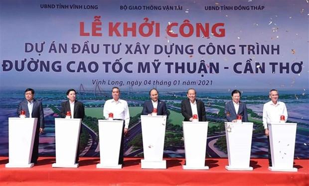 阮春福出席南部各重点高速公路项目动工仪式和技术通车仪式 hinh anh 1