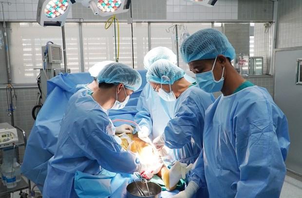 胡志明市大水镬医院成功为骨癌患者实施3D打印钛合金骨骼置换术 hinh anh 1