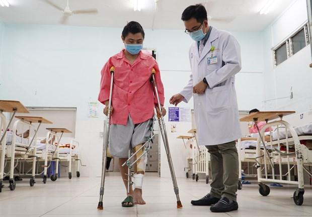 胡志明市大水镬医院成功为骨癌患者实施3D打印钛合金骨骼置换术 hinh anh 3