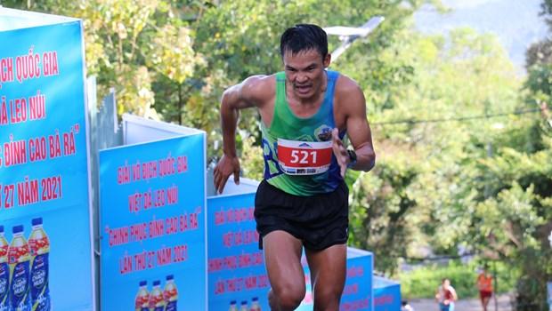 1400名运动员参加越南平福省巴拉山越野登山公开赛 hinh anh 1