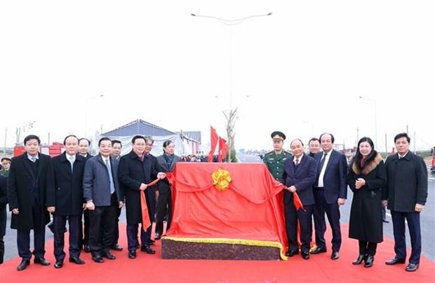 越南政府总理阮春福出席3号环路与河内——海防高速公路立交桥的落成典礼 hinh anh 1