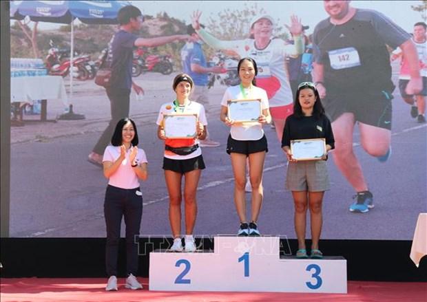 近400名运动员参加在平顺省举行的美奈沙丘马拉松越野赛 hinh anh 2