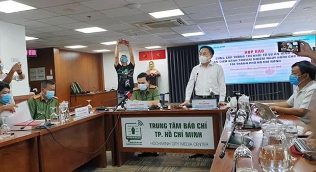 新冠肺炎疫情:一名空中乘务员违反传染病防治规定遭起诉 hinh anh 1