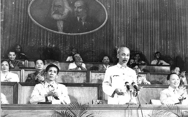 党的光辉征程: 一边建设社会主义制度一边斗争统一国家 hinh anh 1