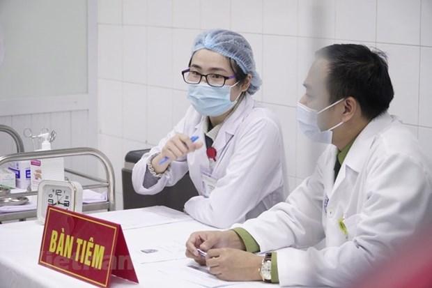 越南给20名志愿者接种第二剂Nano Covax新冠疫苗 hinh anh 1