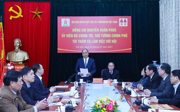 阮春福与越南橙毒剂受害者协会举行工作会议 hinh anh 1