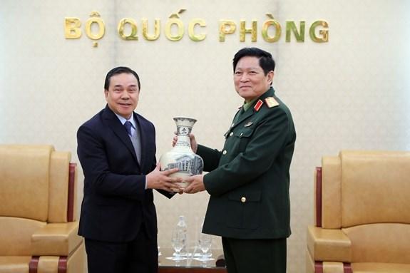 越南国防部长吴春历大将会见老挝驻越大使 hinh anh 3