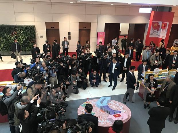 200多家新闻单位的记者直接参加报道越共十三大 hinh anh 1
