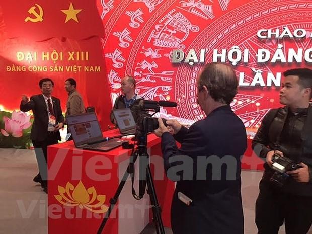 200多家新闻单位的记者直接参加报道越共十三大 hinh anh 3
