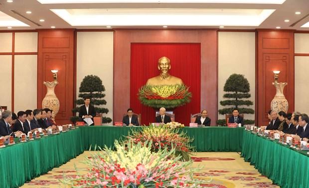 越共中央政治局与越共第十二届原中央政治局委员、书记处书记和中央委员举行见面会 hinh anh 1