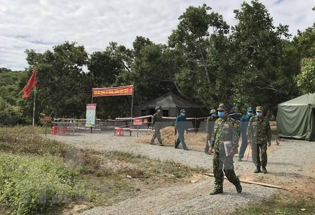 平阳省将非法入境的11名外国人驱逐出境 hinh anh 1