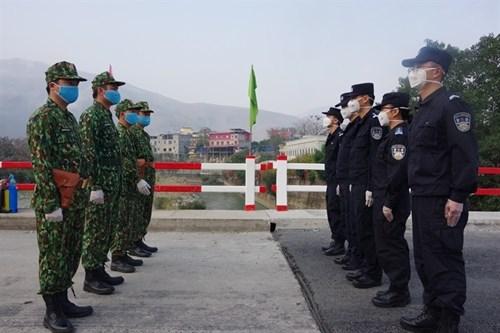 越中加强边境巡逻 做好防控疫情工作 hinh anh 1