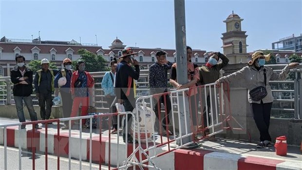 新冠肺炎疫情:柬埔寨首都隔离人员增至1万人 hinh anh 1