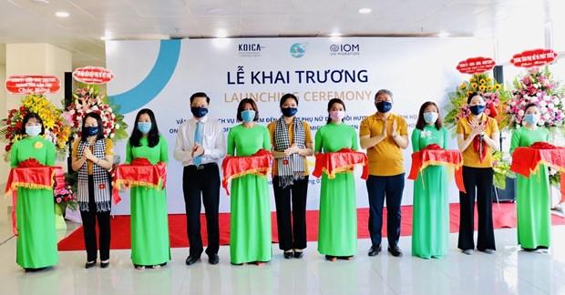 芹苴市:返乡移民妇女扶持一站式服务中心正式揭牌 hinh anh 1