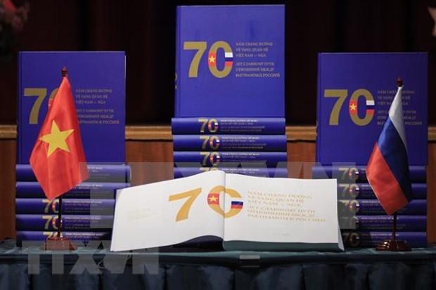 《越俄关系70周年的光辉历程》一书正式亮相 hinh anh 1