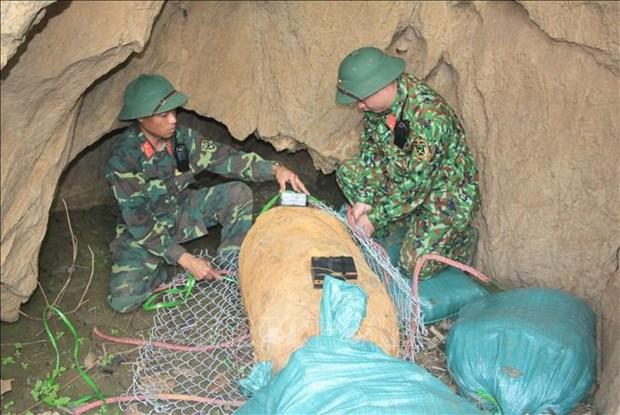 山萝省成功销毁战争遗留的一枚500公斤重炸弹 hinh anh 1