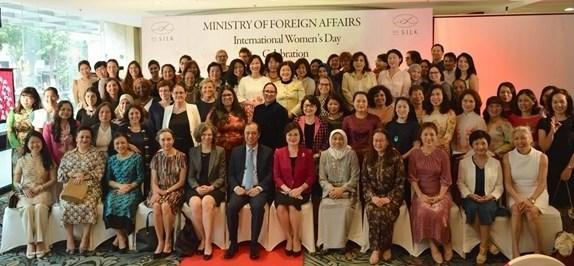 """越南外交部举行""""三八""""国际妇女节各国和国际组织驻河内女大使、女首席代表见面会 hinh anh 1"""