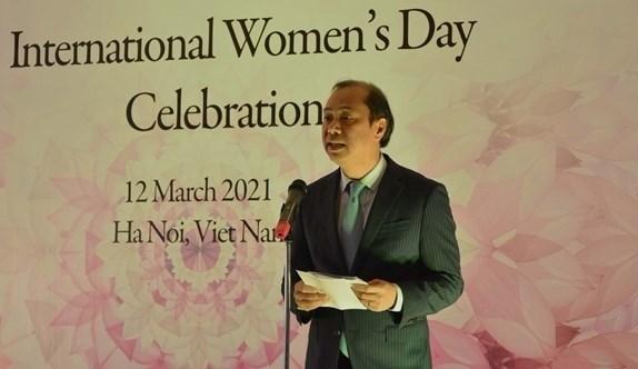 """越南外交部举行""""三八""""国际妇女节各国和国际组织驻河内女大使、女首席代表见面会 hinh anh 2"""
