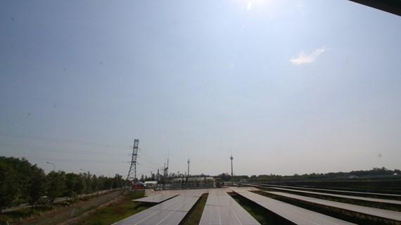 越南西南部地区首家太阳能发电厂竣工 hinh anh 2