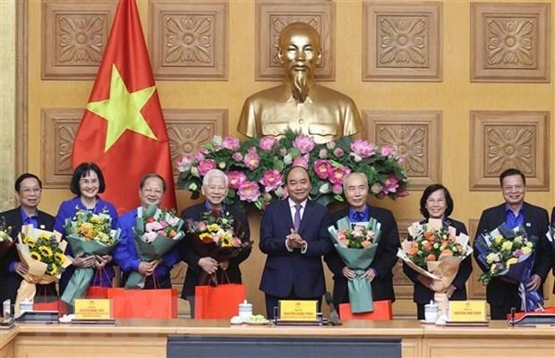 越南政府总理阮春福会见了共青团干部代表 hinh anh 1