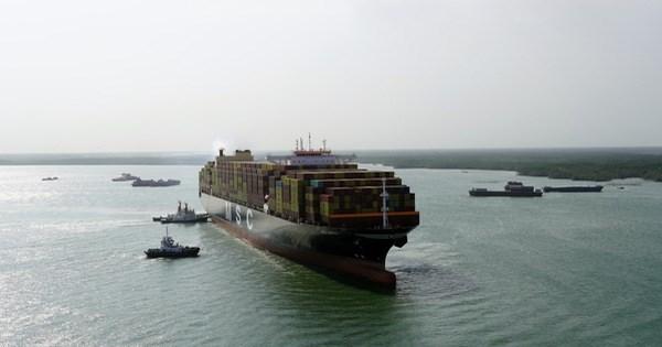 16万吨级集装箱船安全进港靠泊 创盖梅—布市深水港新纪录 hinh anh 1